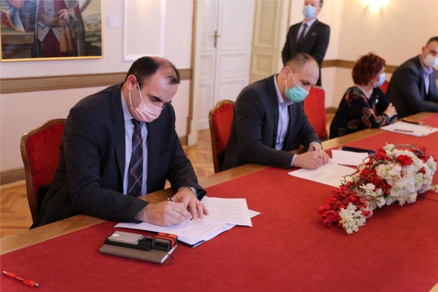 Potpisan ugovor o izgradnji Regionalnog distribucijskog centra za voće i povrće