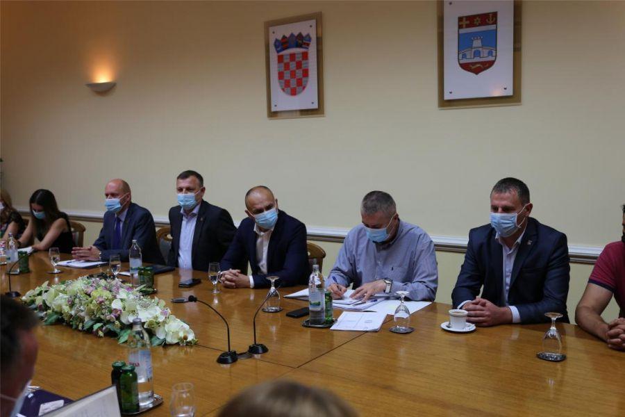 Održan sastanak župana i pročelnika